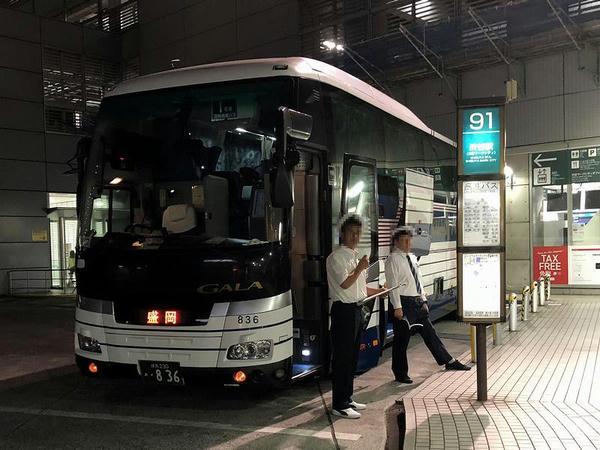 渋谷マークシティで発車を待つドリーム盛岡(らくちん)1号