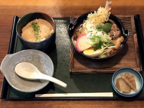 本日のおすすめセットメニュー(えび天入りとりうどん(煮込み)+ミニとろろめし) 980円