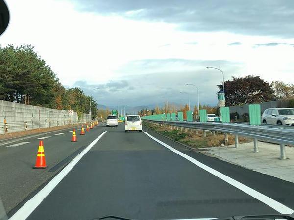 車線規制して工事中だった福島西IC付近