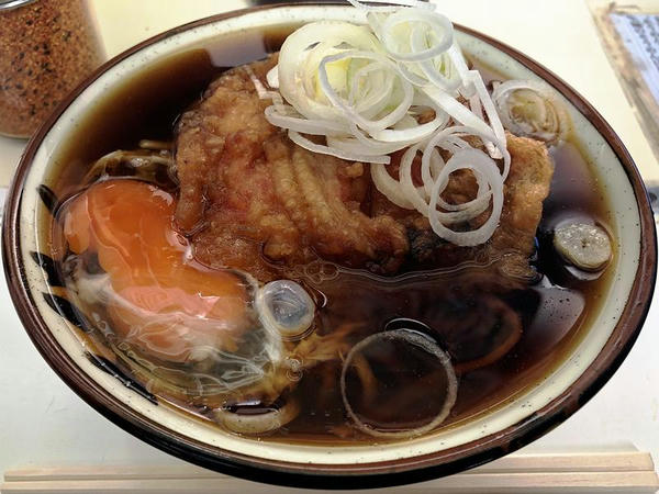 天ぷらそば 370円 + 生卵 50円