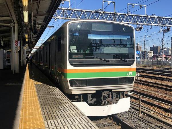 宇都宮駅に停車中の上野東京ライン小田原行き普通列車