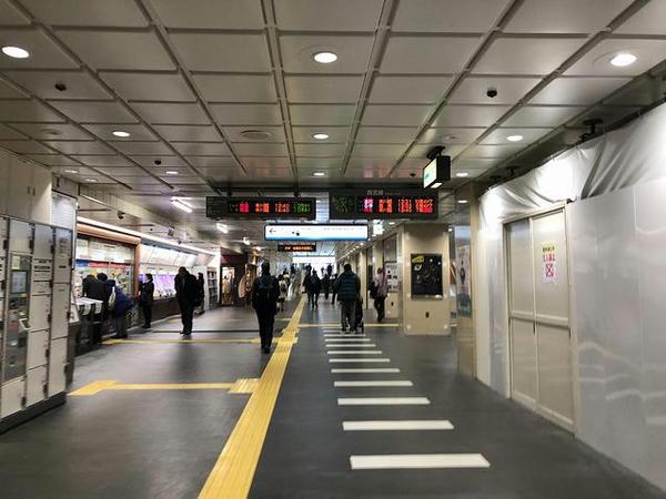 西武新宿駅のコンコース