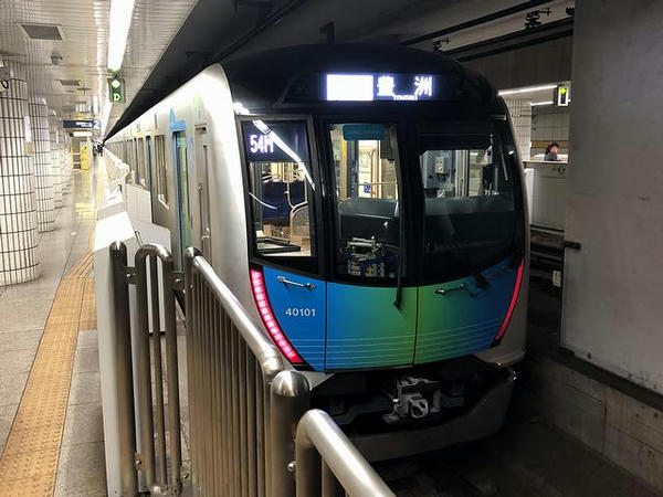 豊洲駅に到着したS-TRAIN104号