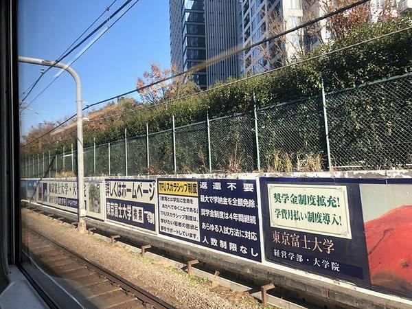 西武新宿駅発車直後