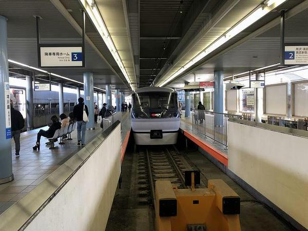 本川越駅に到着した特急小江戸17号