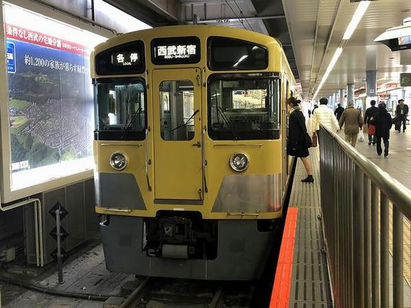 本川越駅に停車中の西武新宿行き各停