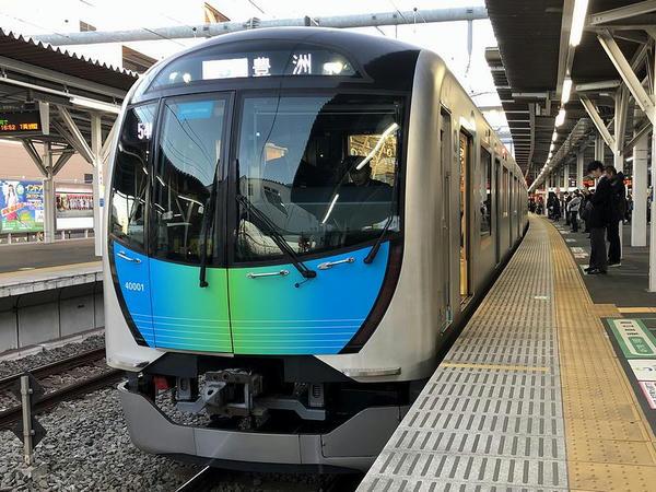 所沢駅に停車中のS-TRAIN104号