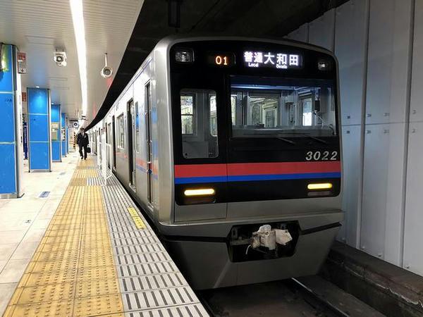 京成上野駅に停車中の京成本線普通列車