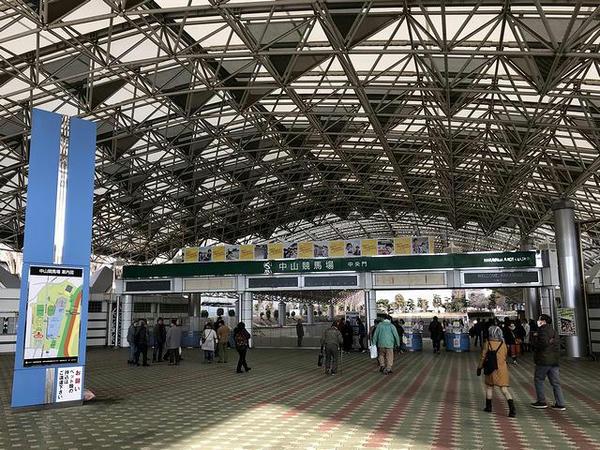 中山競馬場中央門