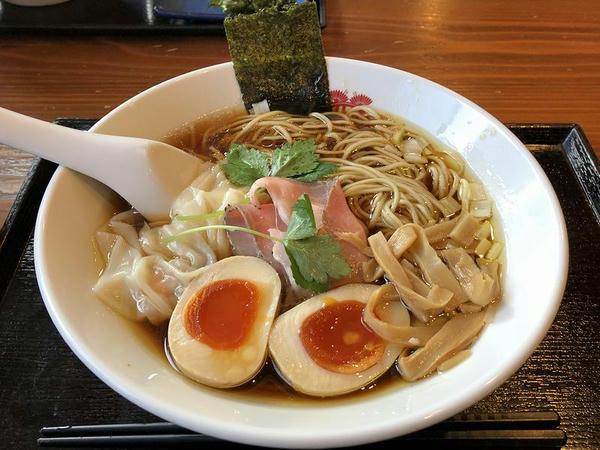かさね醤油ソバ(細麺)半熟味玉・エビ入りワンタンのせ 1000円