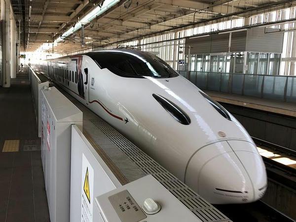 筑後船小屋駅を発車するつばめ321号