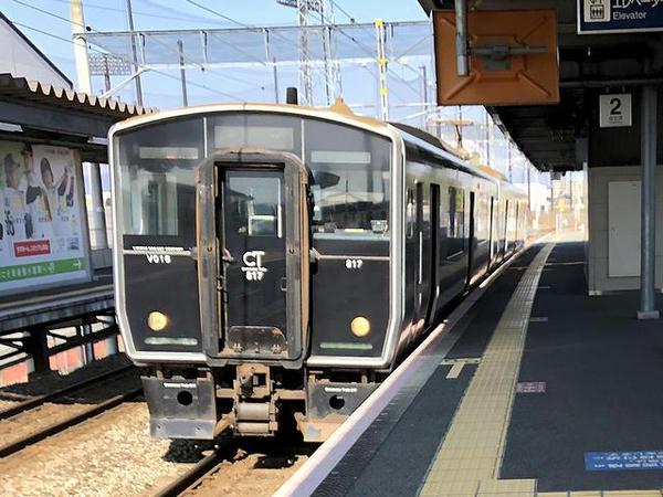 筑後船小屋駅に停車中の八代行き区間快速列車
