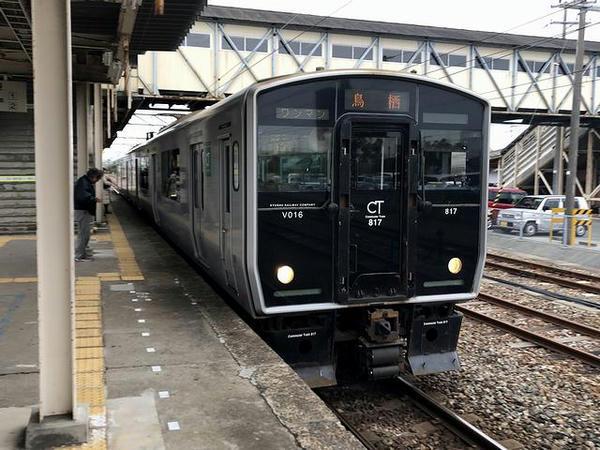荒尾駅に入線する鳥栖行き普通列車