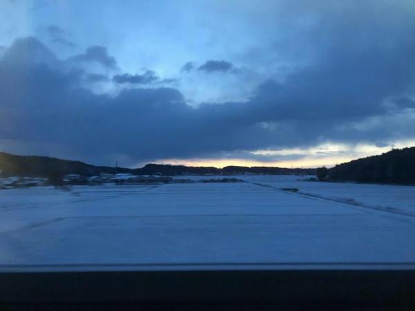 雪景色の中を走る