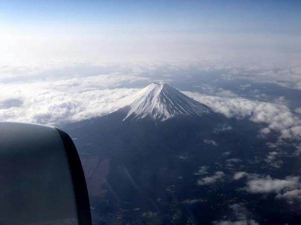 富士山上空を飛行