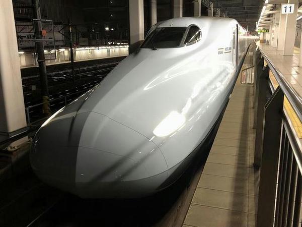 博多駅に停車中のつばめ307号