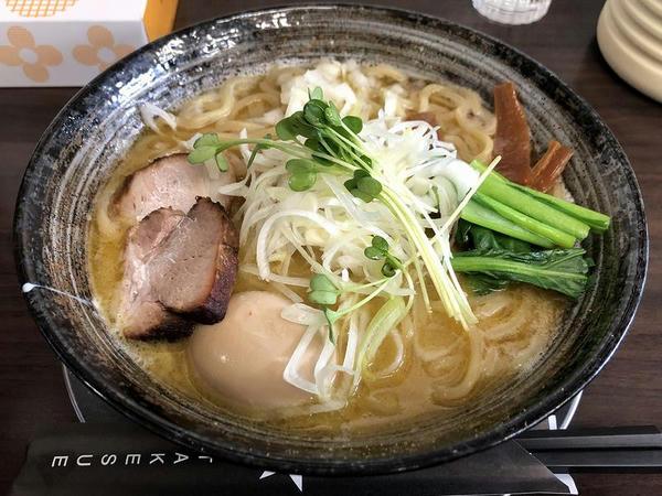 味玉二代目UWO中華そば(太麺・大盛) 1070円