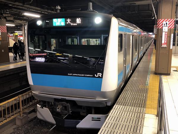 大宮駅に停車中の大船行き普通列車