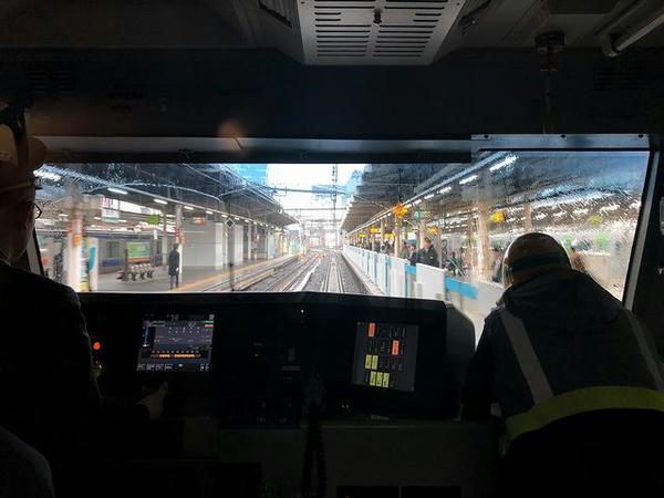 上野駅4番線ホームに入線