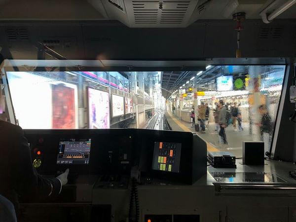 東北新幹線が隣に通る神田駅
