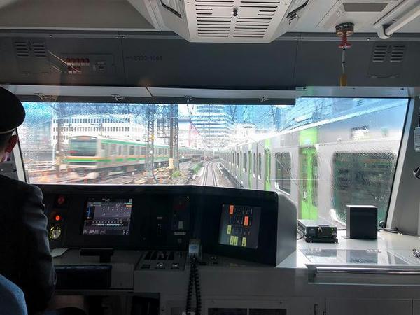 山手線外回り列車と併走