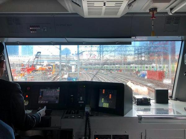 諸々工事中の品川駅に進入