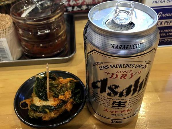 缶ビール 350円 と キムチ(無料)