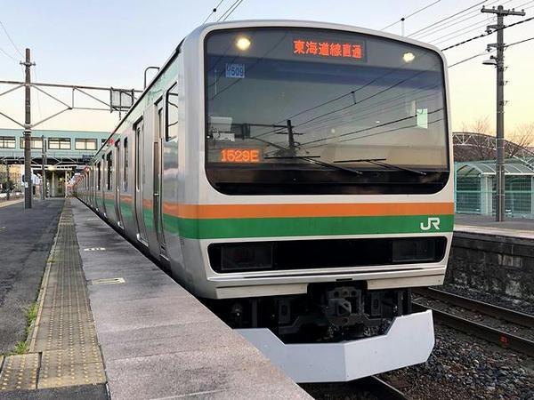 氏家駅に停車中の熱海行き普通列車