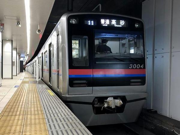 京成上野駅に停車中の京成高砂行き普通列車