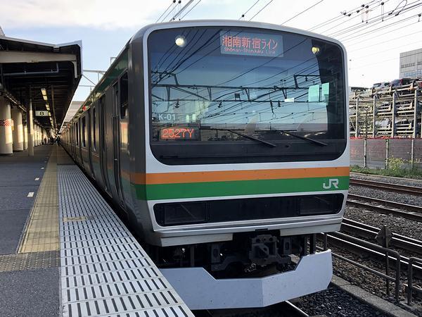 宇都宮駅に停車中の湘南新宿ライン逗子行き普通列車