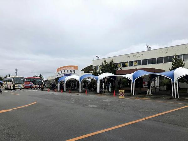 金沢競馬場入場門付近