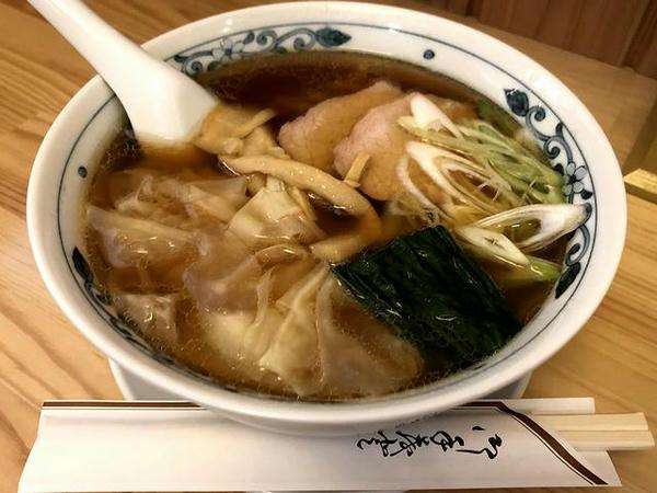 醤油ワンタン麺 800円