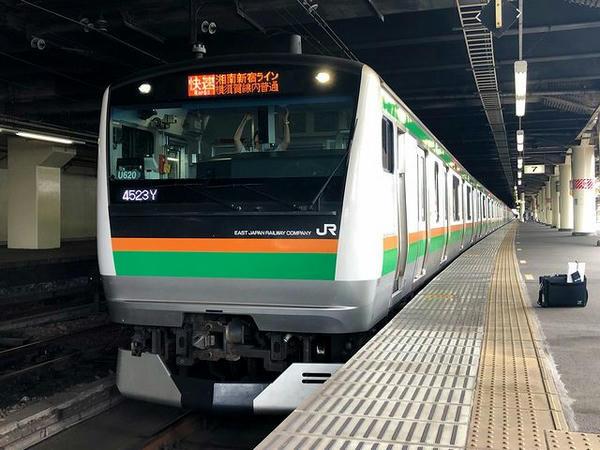 宇都宮駅に停車中の湘南新宿ライン快速列車