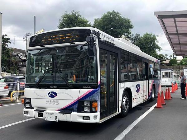 停車中の無料送迎バス