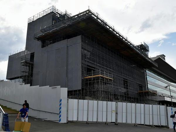 建設中の新2号スタンド