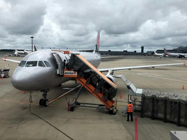 駐機中のGK205便