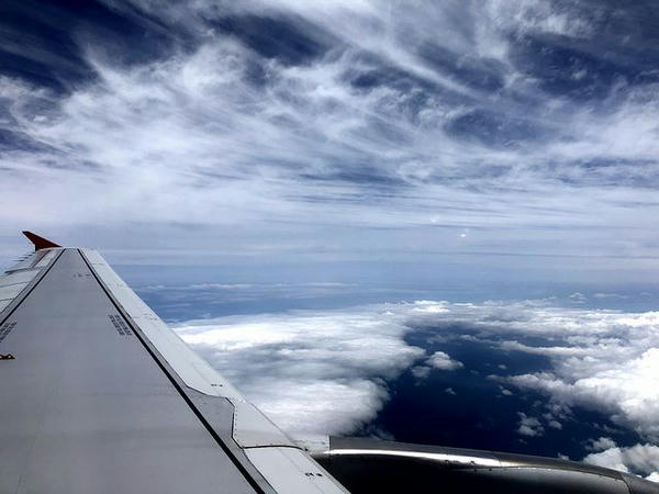 上空の機窓風景