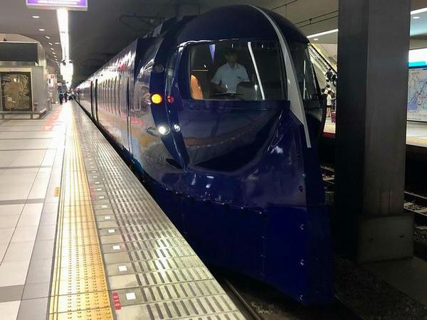関西空港駅に停車中の南海電鉄ラピート