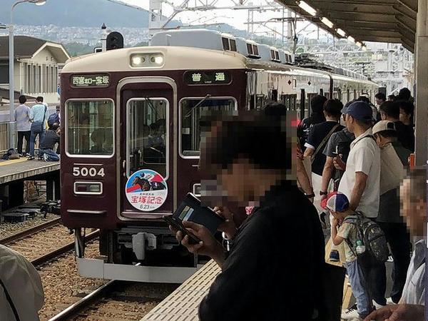 仁川駅に入ってきた西宮北口行き普通列車