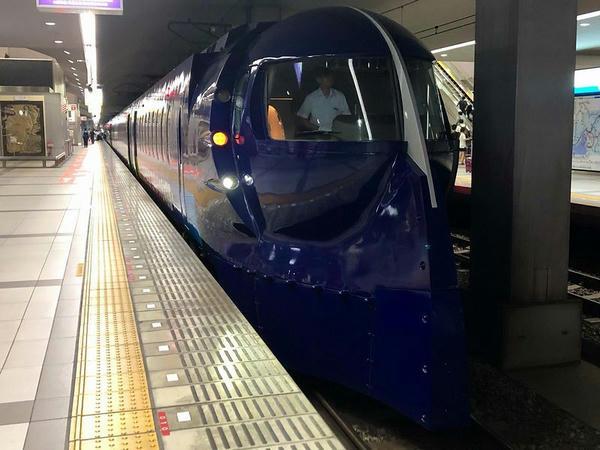 関西空港駅に停車中のラピートβ50号