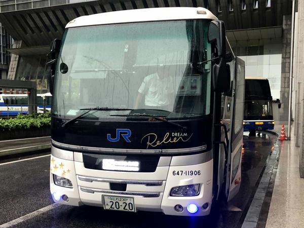 東京駅日本橋口に到着したドリームルリエ102号