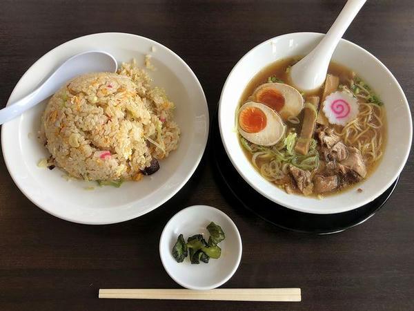チャーハン定食 930円+ 味玉 ガチャガチャ4等で100円