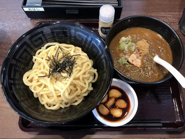 スパイス香る魚介カレーつけ麺 890円 + 旨辛にんにく 150円