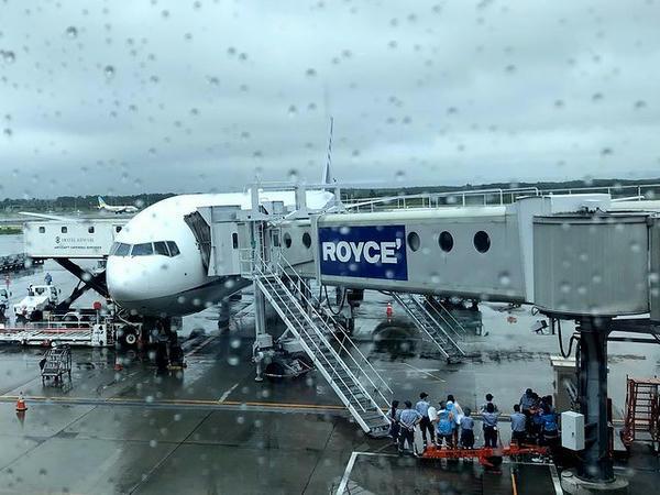 千歳空港に到着したANA61便