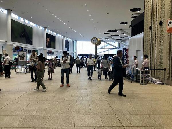 札幌競馬場スタンド内(ファンファーレホール)
