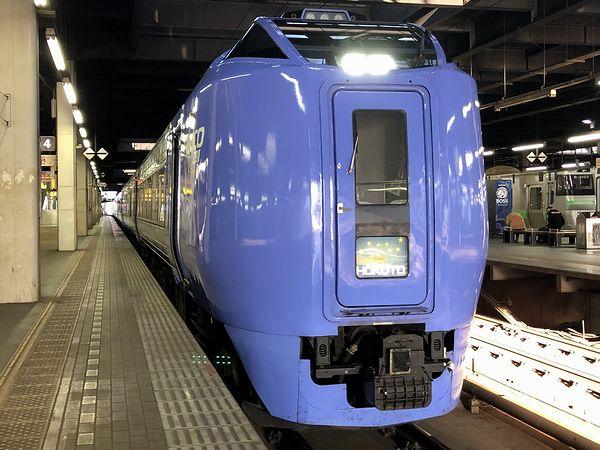 札幌駅に停車中の特急スーパー北斗2号