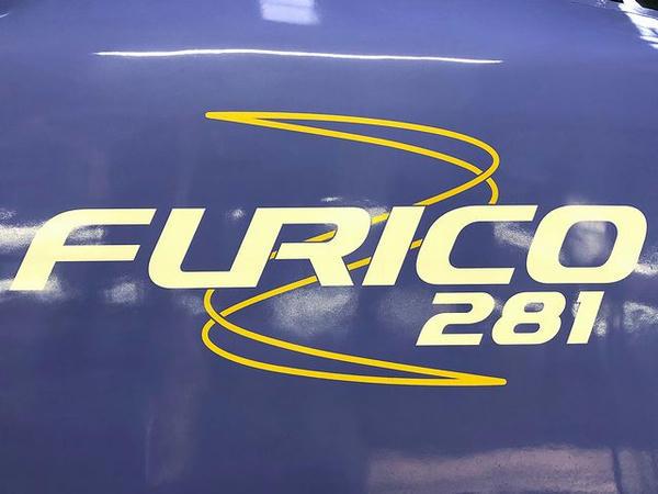 先頭部のFURICO 281ペイント