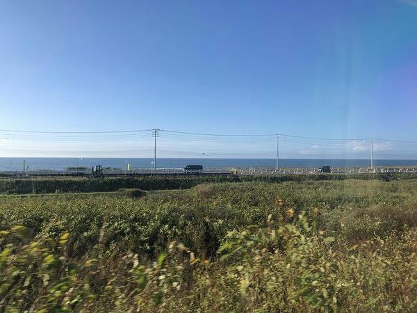 日本最長直線区間の車窓から見た太平洋