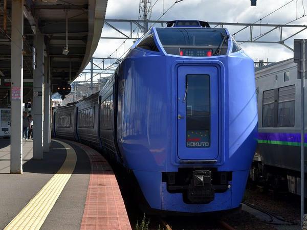函館駅に到着した特急スーパー北斗2号