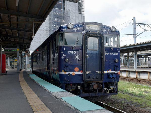 JR函館駅に停車中の木古内行き普通列車